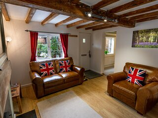Newly Converted, Detached Southwell Holiday Cottage - lavender cottage