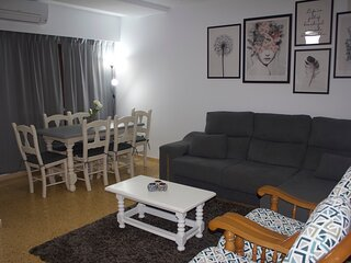 Large and family apartment 300m from the beach/Apartamento amplio y familiar