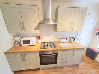 2-Bed flat with Superfast Wi-Fi DW Lettings 29BR