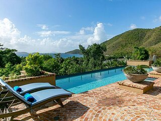 Francis Bay Estate: Luxury Villa! Pool! Walk To The Beach!