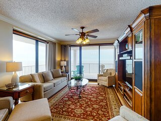 Gulf front condo w/ panoramic views, shared pools, & a hot tub