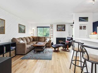 Snowmass Condo Perfect For A Family!  Gas Grill, Balcony, Gas Fireplace, Sleepin