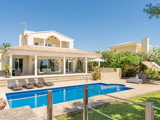 Modern Villa with Beautiful Country Views, Private Pool, AC, 3 BR + 3 BA