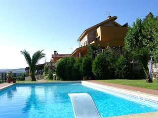 holiday villa rental with private pool Diving Board  BBQ Internet Games Room