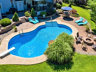 Incredible Colonial House in the Heart of the Poconos with Private Heated Pool