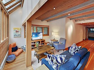 Modern Mountain-View Getaway - Fireplace, Walk to Private Ski Locker by Lifts