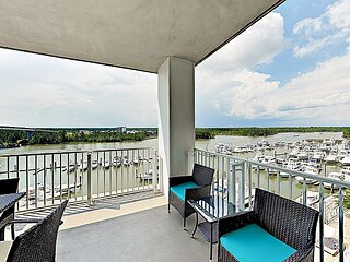 6th-Floor Waterfront Condo with Pool