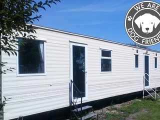 Multiple dogs welcome FREE - Static Caravan in private grounds next to the beach