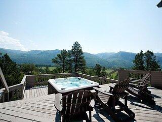 Luxury Home with Amazing Views, Decks & Hot Tub - 15 Min to Downtown Durango