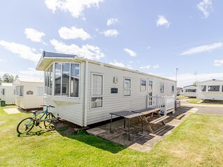 Brilliant dog friendly caravan for hire at Haven Hopton in Norfolk ref 80005F