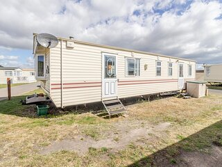 Spacious dog friendly caravan for hire in Suffolk by the beach ref 40082ND