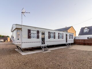 8 berth caravan in Hunstanton, ideal for seaside holidays ref 13004L