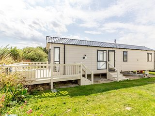 Luxury caravan with decking at Broadland Sands in Suffolk ref 20304BS