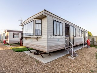 Great 6 berth caravan, perfect for a beach holiday in Hunstanton ref 13007L