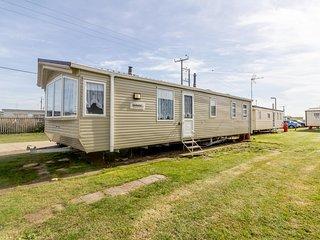 Great 8 berth caravan at Seawick Holiday Park in Essex ref 27489S