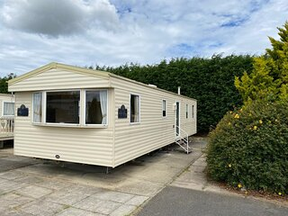 Great 8 berth caravan for hire at Southview Holiday Park in Skegness ref 33021W