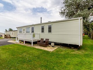 Great 8 berth caravan for hire at Hopton Holiday Village in Norfolk ref 80101S