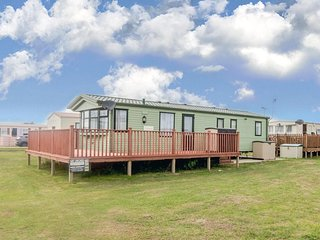Luxury 8 berth caravan to hire at Hutleys with a private beach ref 37003F