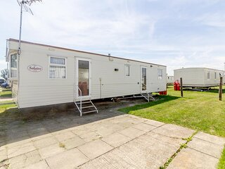 8 berth caravan at Martello Beach holiday park near Clacton on sea ref 29113G