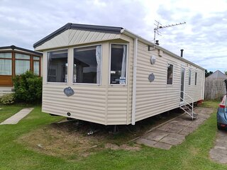 Great 6 berth caravan for hire at Sunnydale Holiday Park in Skegness ref 35214S