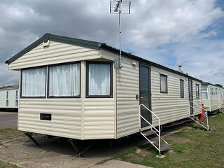 4 bed, 10 berth mobile home at St Osyth, Clacton-on-sea, Essex ref 28132GC