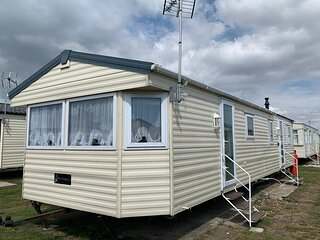 10 berth caravan for hire at St Osyths holiday park in Essex ref 28133GC