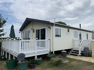 7 berth stunning lodge St Osyth Beach Holiday Park ref 28019FV