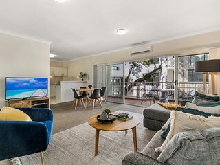 Large and Airy Unit in Quiet Riverside Suburb