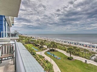 Cozy Condo w/ Pool Access, Walk to Beach & Eats!