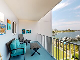 4th Floor Condo, On-Site Pool, Amazing View, Beach-Front