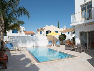 Villa Pomelo, Modern Pernera Villa with Private Pool, 8 mins Walk from the Beach