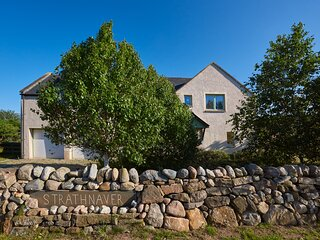 STRATHNAVER, woodburning stove, hot tub, private garden, off road parking, in
