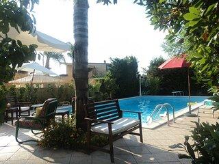 Villa con piscina a 200 metri dalla battigia