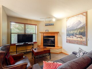 Convenient, family-friendly condo w/river views, shared hot tubs, pool, & gym