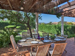 Villa 'Albizzia' large green garden, barbecue, large shaded terrace