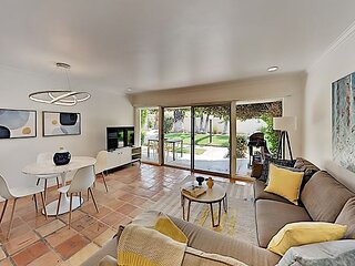 Walkable Mid-Century Villa at The Coco Cabana with Pool, Spa & Tennis Courts