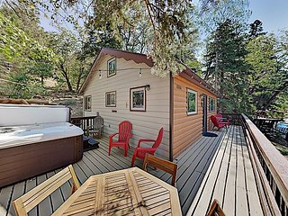 Remodeled Vintage Cabin with Private Hot Tub: Near Skiing, Golf, Dining, Lake