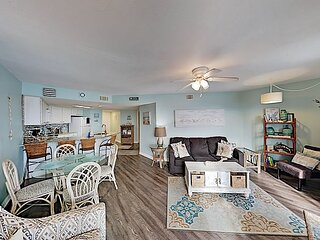 Gulf-View Condo with Pool at the Regatta - Extremely Walkable Locale