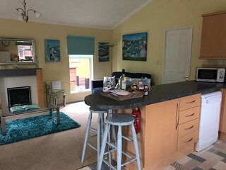 Luke's Lodge with hot tub and dog friendly on Finlake Holiday Park