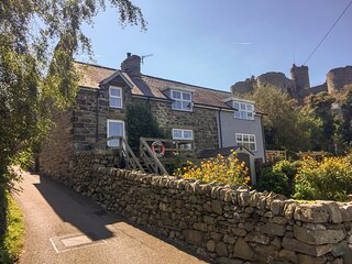 SNOWDON VIEW, stone cottage, woodburner, decked balcony, off road parking, in