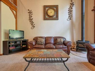 Super Clean & Comfortable Condo on Quiet Block, Close to Downtown & on 4th Tee B