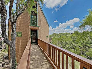 Lakeside Leisure: Spicewood Cabin w/ Shared Pool & Tennis Courts