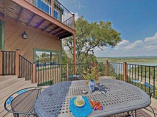 Renovated Spicewood Cabin w/ Balconies & Sweeping Lake Views