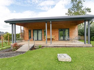 FOXGLOVE, pet-friendly, open-plan, near East Pennard