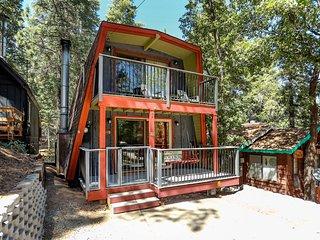 Wolf Cub Cabin Ultra Cozy Bear Mtn Golf/Ski/Zoo Chalet / Amazing Sun Deck / Hot