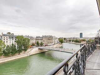 RARE!!230M2 MARAIS QUAI AUX FLEURS FACING THE SEINE
