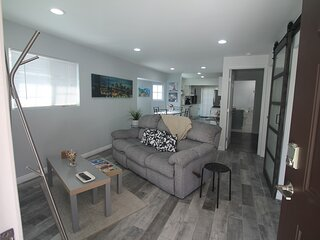 Casa Silver Lake 2BR Home (with 1 parking)