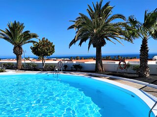 Atalaya Complex, central & quiet 2 bedroomed apartment, sea views, 3 mins to sea