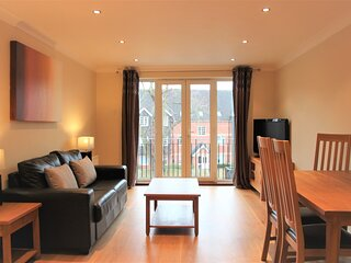 Modern 2 bed apartment at Imperial Court, Newbury