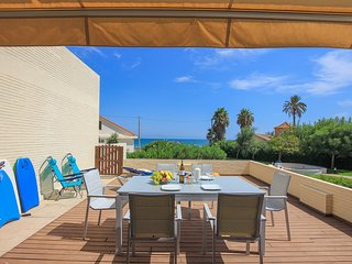 Inviting 2-Bed Apartment in Denia, first beach lin